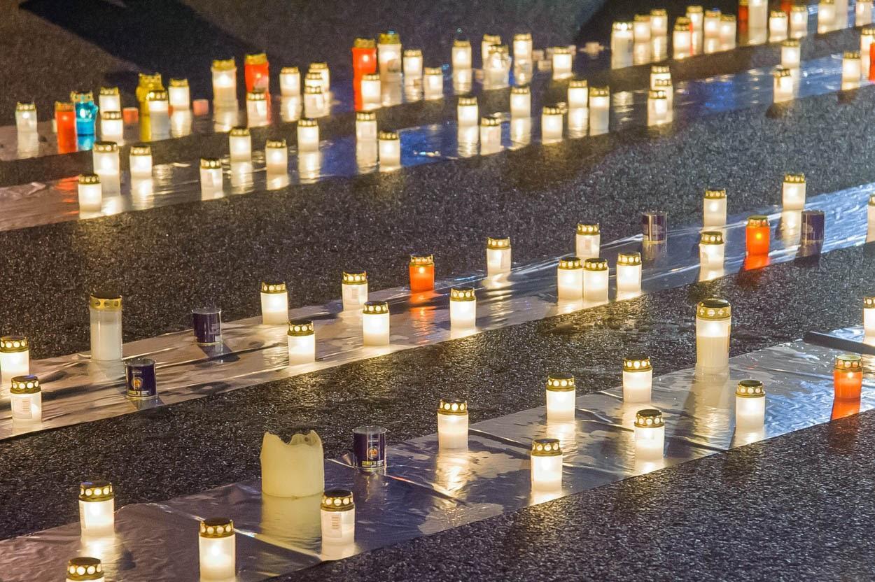 Thumbnail for: Зажигание свечей у Памятника Свободы