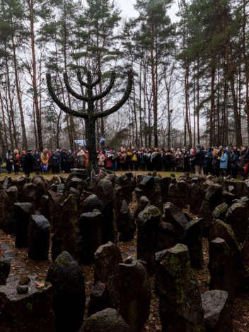 Foto: piemiņas pasākumi Rīgas geto ieslodzīto iznīcināšanas gadadienā