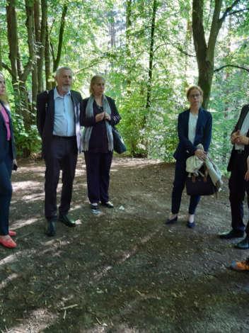 Делегация из Бремена посетила мемориал в Бикерниеки