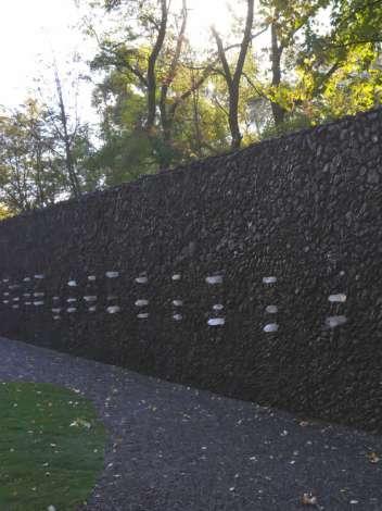 Новый объект в мемориальном комплексе Бабий Яр – «Кристаллическая стена плача»